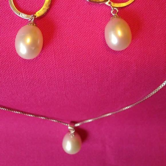 Jewelry - Pearl Necklace & Earrings Set